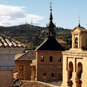 Torreón del Colegio de Doncellas y espadaña de Santo Domingo el Antiguo, vistos desde la torre de Santa Leocadia.